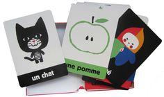 Regarde ! Illustrations Xavier Deneux - Editions Tourbillon. Une boîte de 20 cartes épaisses partir de 12 mois.