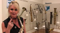 Mindi Abair demonstrates her signature mouthpiece by Theo Wanne™