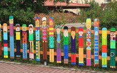 Cerca creativa para un jardín de infancia o el área donde juegan los niños en el patio http://vinuesavallasycercados.com/