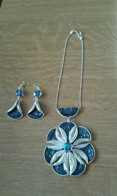 pendant and earrings created with upcycled nespresso cups … Anhänger und Ohrringe aus recycelten Nespresso-Tassen … Paper Bead Jewelry, Polymer Clay Jewelry, Diy Jewelry, Jewelery, Jewelry Making, Coffee Pods, Coffee Beans, Recycled Jewelry, Bijoux Diy