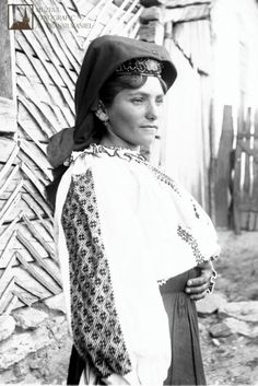 Pride in Romanian woman in Poiana, Caraș-Severin, Photographed by anthropologist Romulus Vuia. Folk Costume, Costumes, Romanian Women, Folk Embroidery, Folk Music, Peasant Blouse, Traditional Outfits, Wearable Art, Winter Hats