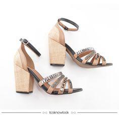 Sandália com salto grosso, tiras e aplicação de pedrarias. #moda #sandália #calçados #shoes #sotd #shop #looknowlook