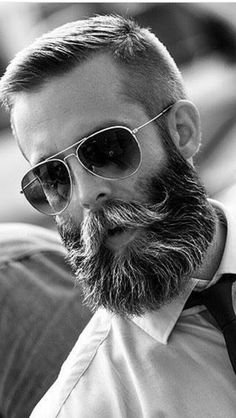 Cool Medium Beard And Hairstyle Combinations To Try entaille avec barbe moyenne Medium Beard Styles, Beard Styles For Men, Hair And Beard Styles, Short Hair With Beard, Beard No Mustache, Beard And Mustache Styles, Mens Hairstyles With Beard, Haircuts For Men, Vintage Man
