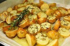 Image for recipe for steamer and steamer: rosemary potatoes. Easy Healthy Recipes, Raw Food Recipes, Diet Recipes, Easy Meals, How To Make Carbonara, Crispy Chicken Wraps, Green Chili Chicken, Rosemary Potatoes, Slow Cooker Pasta