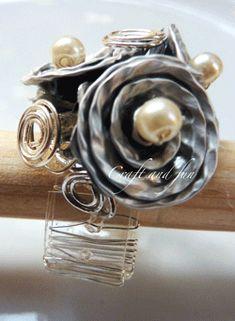Anello con rose realizzato con riciclo creativo di capsule nespresso