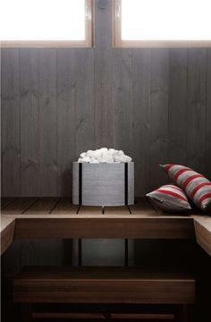 Lauteisiin integroitu kiuas on näyttävä ja sisustuksellinen elementti saunatilassa.