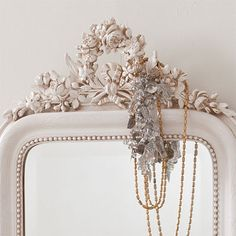 Wreath Topped Mirror from Rachel Ashwell Shabby Chic Couture Shabby Chic Bedrooms, Shabby Chic Homes, Shabby Chic Style, Blue Bloods, Shabby Chic Couture, Shabby Cottage, Or Antique, Beige, Antiques