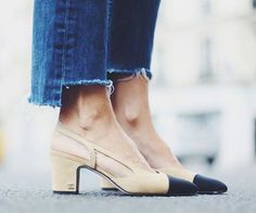 chanel pumps and jeans Slingback Chanel, Mode Shoes, Cap Toe Shoes, Mode Top, Mode Plus, Mode Jeans, Mein Style, Chanel Shoes, Chanel Chanel