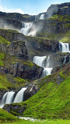Iceland Waterfalls: The 15 Best Waterfalls in Iceland – Travel & Restaurants Places To Travel, Places To See, Travel Destinations, Beautiful Waterfalls, Beautiful Landscapes, Famous Waterfalls, Iceland Adventures, Iceland Waterfalls, Photos Voyages