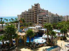 Marina d'Or Apartamentos - Zona exterior del Balneario Costa, Mansions, House Styles, Exterior, Rey, Home Decor, World, Summer Vacations, Towers
