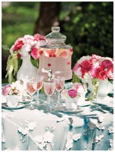Adore the overlay table cloth!