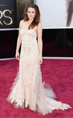 The Twilight star looked angelic in a feminine yet sexy Reem Acra Couture gown.