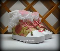 How Stinkin' cute are these paper sneakers designed by Holly McMillen