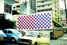 Projeto OUT ART. Manga Rosa. Avenida Rebouças, SP, 1982.  Vermelho e azul - Carlos Alberto Dias, 1982.
