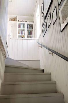 Kyllä kannatti, itse tehdyt portaat ovat leveät ja hyvät astua. Kahden asunnon talossa yläkertaan pääsi vain ulkokautta.