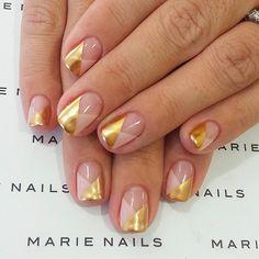 Minimalist geometric nails.