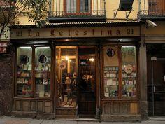 Me parece bonito porque es la típica librería que ya no suele haber, típicas antiguas y con muchas cosas por descubrir dentro. Alberto Soto Book shop in Madrid.. The front of my bakery/coffee place will look like this.