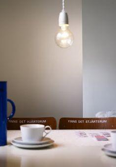 Porcelain socket light with twisted textile cord: http://www.byggfabriken.com/sortiment/belysning/kabel-och-tillbehor/info/produkter/726-212-lamphaallare/