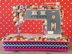 Button Sewing machine, echt gaaf gedaan, ook erg leuke blog!