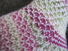 Kuunliljapiha: Broken Seed Stitch