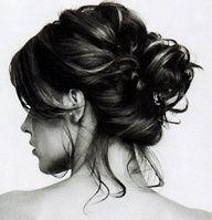 Dağınık topuz hem doğal hem de oldukça güzel saç modellerinden birisidir. Dağınık topuz hem her ortamda kullanılabilecek kadar kolay ve güzel, hem de davet
