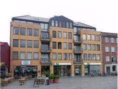 """<h3 class=""""alt-family"""">10. Markt in Geel </h3>  (556 stemmen)<br> 'Waar ooit het prachtige hotel 'Het Lam' stond, een van de weinige mooie gebouwen die de stad rijk was, is dit gebouw in de plaats gekomen.'"""