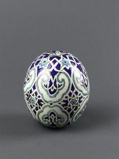 Pera Museum Kütahya Tiles and Ceramics Collection Turkish Tiles, Turkish Art, Ceramic Clay, Ceramic Pottery, Glazed Brick, Keramik Vase, Blue Pottery, Decoration Piece, Egg Decorating