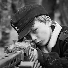 Hitler Youth learning o use an MG34 machinegun.