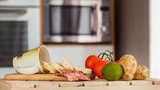 Je škoda, že mikrovlnnou troubu využíváte jen občas při rozmrazování nebo ohřívání jídla. Může vám totiž mnohdy ulehčit spoustu práce. Podívejte se, co všechno zvládne. Dairy, Cheese, Kitchen, Food, Cuisine, Meal, Eten, Home Kitchens, Meals