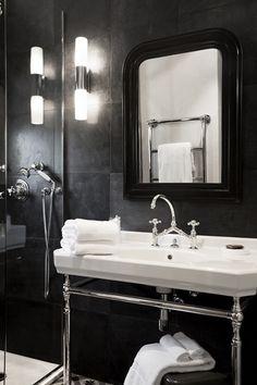 Chambre Deluxe (4) Lits King Size Climatisation Accès wifi gratuit Tv satellite coffre fort Télephone toilettes séparées