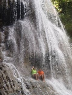 Rio Gozalandia en San Sebastian  cascada grande