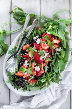 Strawberry Arugula Salad with Basil and Black Rice... with crumbled Goat cheese and a simple Balsamic dressing. # strawberry salad #arugula #strawberries #salad #blackrice | www.feastingathome.com Healthy Salad Recipes, Vegetarian Recipes, Clean Eating Recipes, Healthy Eating, Fresco, Side Dishes For Bbq, Black Rice, Balsamic Dressing, Grilled Veggies