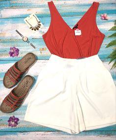 Con este calor de verano no debe ser dificil el lucir sensacional White Shorts, Women, Fashion, Summer Time, Elegant, Moda, Fashion Styles, Fashion Illustrations, Woman