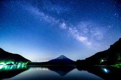 世界遺産に登録された富士山。世界遺産に登録されるには、美しさだけでなく歴史的なストーリーが欠かせないのですが、富士山は「信仰の対象と芸術の源泉」として登録されています。日頃から富士山を遠くに眺めることはあれど、富士山の歴史を知らなければ、なんだか仰々しい名前が付いたと思いませんか?しかし立派な根拠が数々のスト |国内, 山梨県, 建築, 文化, 東海地方, 歴史, 絶景, 自然, 静岡県|旅行・観光のおすすめ「wondertrip」