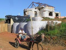 Earthbag Building: Brazilian Ecological House. I want!