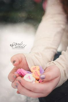 simple outdoor valentines mini session - heart candy as prop - good angle for blogging