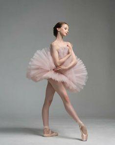 Ballerina Kunst, Ballerina Poses, Ballerina Photography, Dance Photography Poses, Dance Poses, Ballet Pictures, Ballet Images, Dance Pictures, Ballet Art