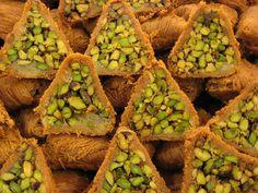 Suivant leur origine,les pâtisseries orientalesne portent pas forcément le même nom (ou du moins ne se transcrivent pas de la même façon)...
