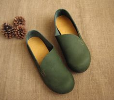 3 Colors! Handmade Flat Shoes for Women, Casual Shoes, Soft Shoes, Retro Oxford Shoes, Vintage style Leather Shoes by HerHis on Etsy https://www.etsy.com/listing/201206129/3-colors-handmade-flat-shoes-for-women