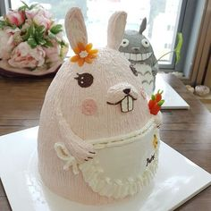 buttercream character cake 고기좀 씹는 앞니 실한 토끼~^^ Done by Malaysia student.  #케이크#cake #cake #flower #buttercream  #totoro#character #cake #flowercake #class#cakendeco #버터크림#캐릭터 #케이크  #토토로#버니핑크#케이크#캐릭터케이크 #클래스#케이크앤데코 #플라워케이크#韩式裱花 CAKE n DECO  KakaoTalk, WeChat, Line ID=>CAKEnDECO http://www.cakendeco.co.kr