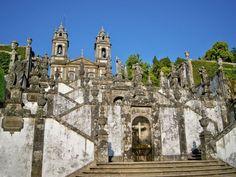 En Images:Dix étapes incontournables au Portugal | via L'Express Tendances |26/10/2014 Destination très ensoleillée de l'Europe, le Portugal offre de nombreux visages entre l'animation des villes de Lisbonne ou Porto et les paysages de l'Algarve. #Portugal