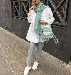 The image may contain: one person or more and people standing - Women's Hijabs Hijab Fashion Summer, Modern Hijab Fashion, Street Hijab Fashion, Hijab Fashion Inspiration, Muslim Fashion, Fashion Outfits, Casual Hijab Outfit, Hijab Chic, Mode Turban