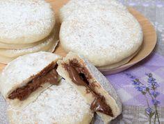 Le Focaccine alla Nutella in padella sono delle deliziose focaccine che cuociono in padella e sono pronte in pochissimi minuti perché non devono lievitare!!