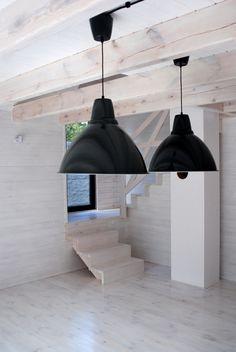 Projekty domów nowoczesnych Decor, The Hamptons, Lamp, Tiny Cabin, Ceiling Lights, Ceiling, Home Decor, Pendant Light, Light