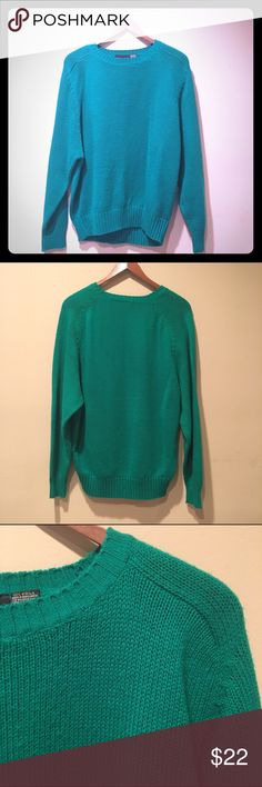 Emerald green crew neck knit sweater Bright green vintage knit sweater with crew neck. I think this may be a men's sweater, but it fits like a woman's medium. Super warm and brand new condition! Sweaters Crew & Scoop Necks