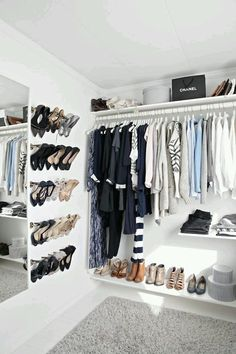 Explore our favorite (and very clever!) shoe storage ideas and hacks for every style and space. Declutter your entryway, closet, and bedroom, with these inventive storage hacks! Dressing Pas Cher, Dressing Chic, Dressing Room, Walk In Closet, Closet Space, White Closet, Closets Pequenos, How To Organize Your Closet, Apartment Bedroom Decor