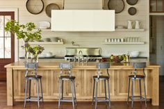 12 Ways to Update Your Kitchen: Creative Seating in the Kitchen