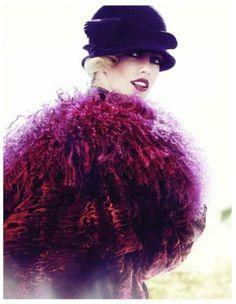 Bold flapper look | Big collar | Berry