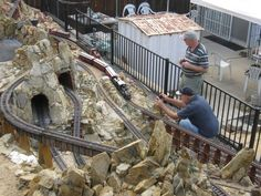 Large Scale Central - Advanced Forum Detail Topic - Visitors on the In-ko-pah Railroad Garden Railings, Garden Railroad, Train Table, Model Train Layouts, Train Set, Model Trains, Scale Models, Railroad Tracks, Scenery