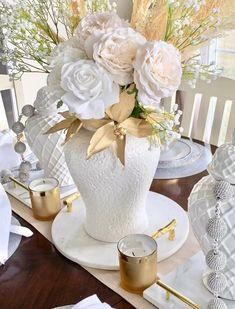 Rose Gold Christmas Decorations, Table Decor Living Room, Elegant Living Room, Ginger Jars, Tray Decor, Floral Arrangements, Table Decorations, Oklahoma Usa, Noel Fisher